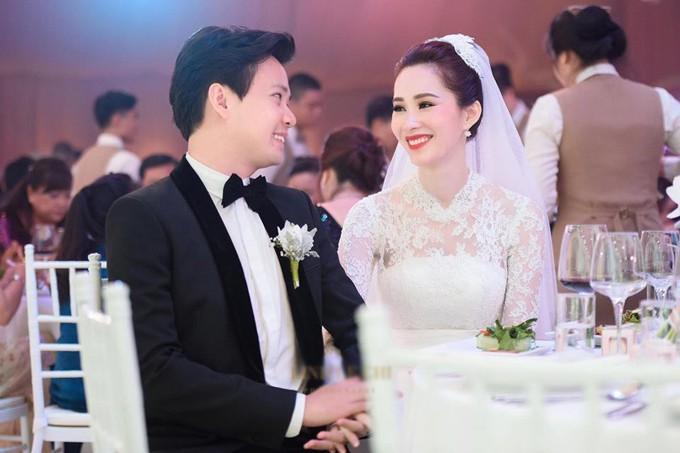 Những đám cưới được thắt chặt an ninh nhất Vbiz: bảo vệ phong tỏa mọi nơi, huy động cả ô đen để che chắn-9