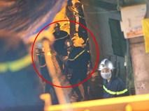 Đưa 2 thi thể trong vụ hỏa hoạn gần Bệnh viện Nhi Trung ương ra ngoài: không phải 1 người lớn và 1 trẻ con như tin đồn