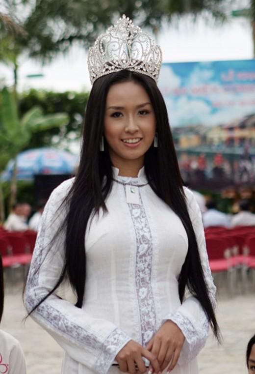 Hoa hậu Việt Nam ngày mới đăng quang: Người bị ném đá về nhan sắc, kẻ được cả truyền thông quốc tế tán dương-3