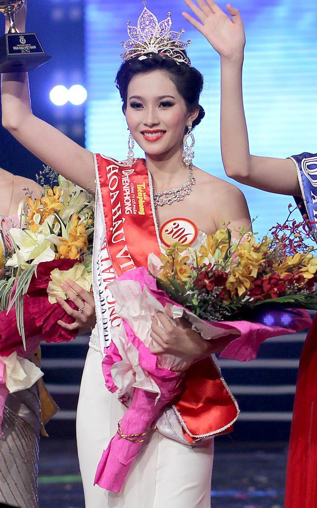 Hoa hậu Việt Nam ngày mới đăng quang: Người bị ném đá về nhan sắc, kẻ được cả truyền thông quốc tế tán dương-11