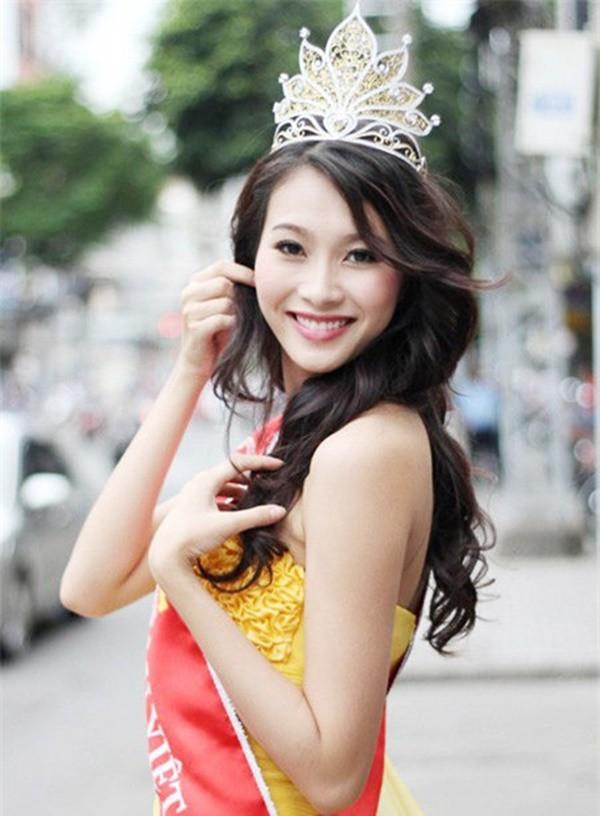 Hoa hậu Việt Nam ngày mới đăng quang: Người bị ném đá về nhan sắc, kẻ được cả truyền thông quốc tế tán dương-12