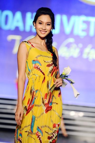 Hoa hậu Việt Nam ngày mới đăng quang: Người bị ném đá về nhan sắc, kẻ được cả truyền thông quốc tế tán dương-13
