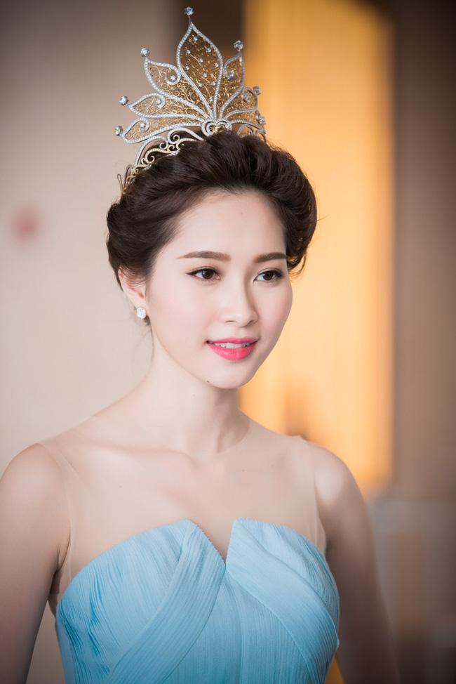 Hoa hậu Việt Nam ngày mới đăng quang: Người bị ném đá về nhan sắc, kẻ được cả truyền thông quốc tế tán dương-14