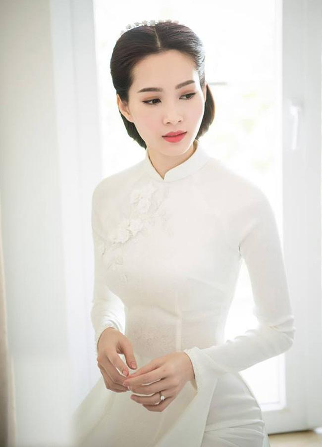 Hoa hậu Việt Nam ngày mới đăng quang: Người bị ném đá về nhan sắc, kẻ được cả truyền thông quốc tế tán dương-17