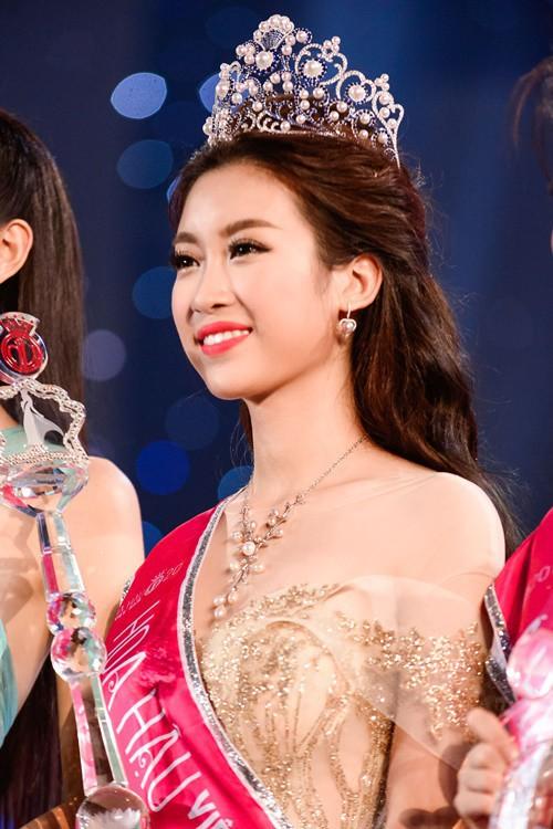 Hoa hậu Việt Nam ngày mới đăng quang: Người bị ném đá về nhan sắc, kẻ được cả truyền thông quốc tế tán dương-24