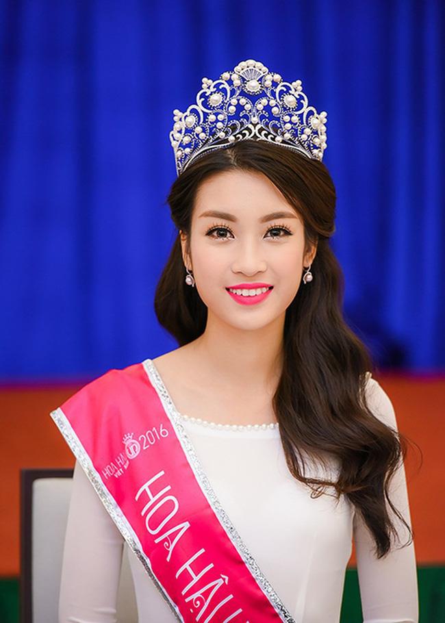 Hoa hậu Việt Nam ngày mới đăng quang: Người bị ném đá về nhan sắc, kẻ được cả truyền thông quốc tế tán dương-25