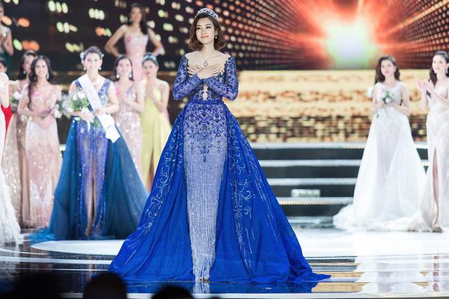 Hoa hậu Việt Nam ngày mới đăng quang: Người bị ném đá về nhan sắc, kẻ được cả truyền thông quốc tế tán dương-26