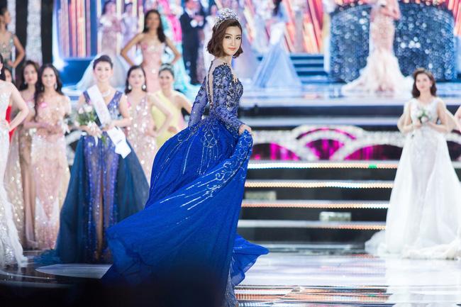 Hoa hậu Việt Nam ngày mới đăng quang: Người bị ném đá về nhan sắc, kẻ được cả truyền thông quốc tế tán dương-27