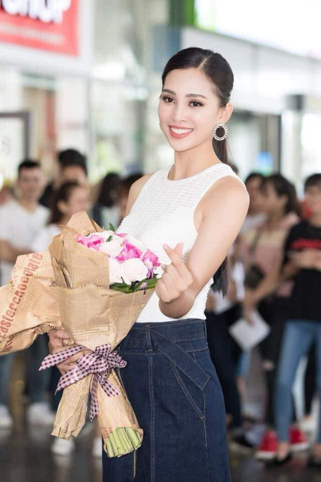 Trang điểm đơn giản khi về nhà, Tân hoa hậu 2018 còn rạng rỡ hơn cả lúc đăng quang-13