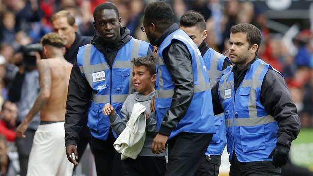 Hành động cực đẹp của Neymar trên sân cỏ-2