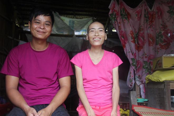 Mặc gia đình phản đối, chàng trai vẫn nguyện chăm sóc người đàn bà một đời chồng bị ung thư-1