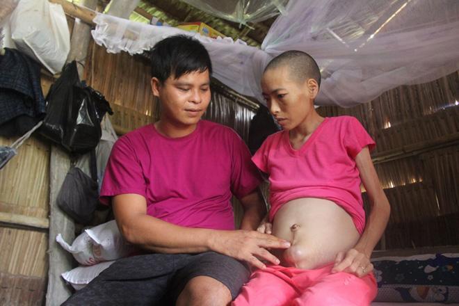 Mặc gia đình phản đối, chàng trai vẫn nguyện chăm sóc người đàn bà một đời chồng bị ung thư-4