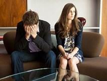 """Kỉ niệm 10 năm ngày cưới, chồng dẫn cô gái ấy về nhà với """"lý do chính đáng"""" khiến tôi suy sụp hoàn toàn"""