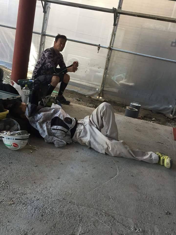 Chùm ảnh: Cư dân mạng Việt tại Nhật chia sẻ những giấc ngủ vội vàng giữa ca làm việc-11