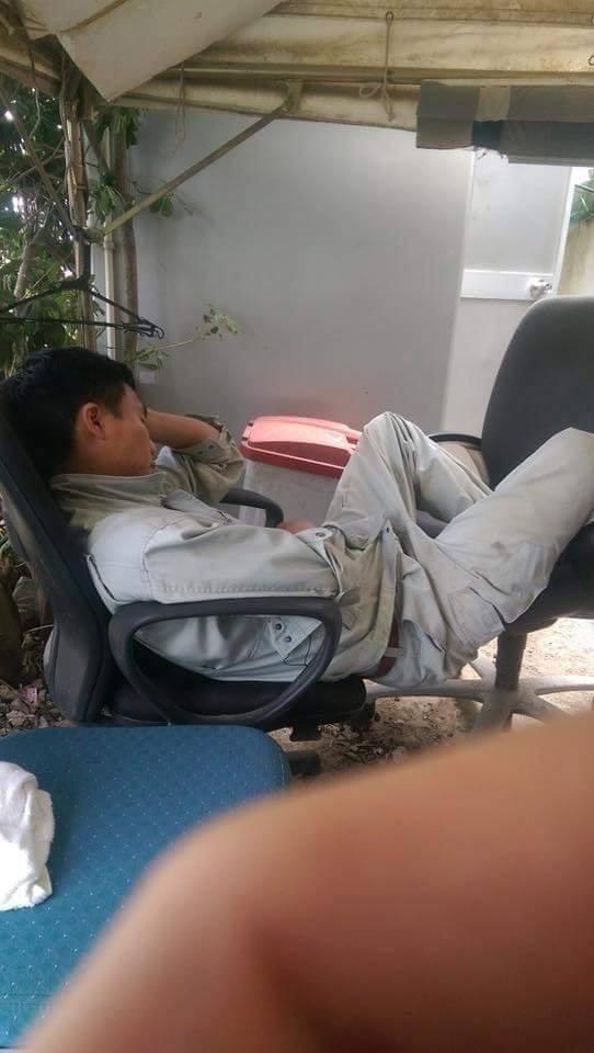 Chùm ảnh: Cư dân mạng Việt tại Nhật chia sẻ những giấc ngủ vội vàng giữa ca làm việc-12