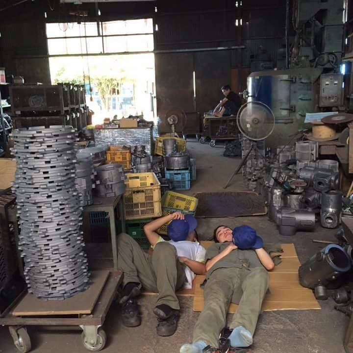 Chùm ảnh: Cư dân mạng Việt tại Nhật chia sẻ những giấc ngủ vội vàng giữa ca làm việc-13
