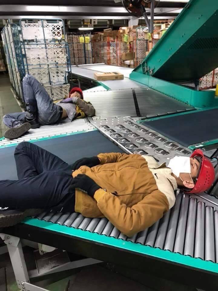 Chùm ảnh: Cư dân mạng Việt tại Nhật chia sẻ những giấc ngủ vội vàng giữa ca làm việc-6
