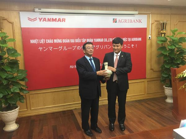 Hơn 400 khách hàng Agribank vay vốn mua máy Yanmar-2