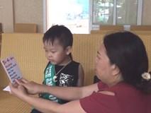 Bé 5 tuổi ở Hà Tĩnh sinh ra chỉ biết nói tiếng Anh, mẹ phải vật lộn khi giao tiếp