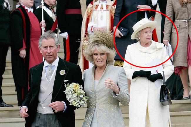 Hé lộ chi tiết việc bà Camilla trở thành nàng dâu vô thừa nhận, bị Nữ hoàng Anh ghẻ lạnh trong ngày cưới với Thái tử Charles-2