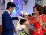Sau đám cưới, cô dâu 62 tuổi đi Hà Nội để tân trang lông mày và xăm tên hai vợ chồng lên cơ thể-4