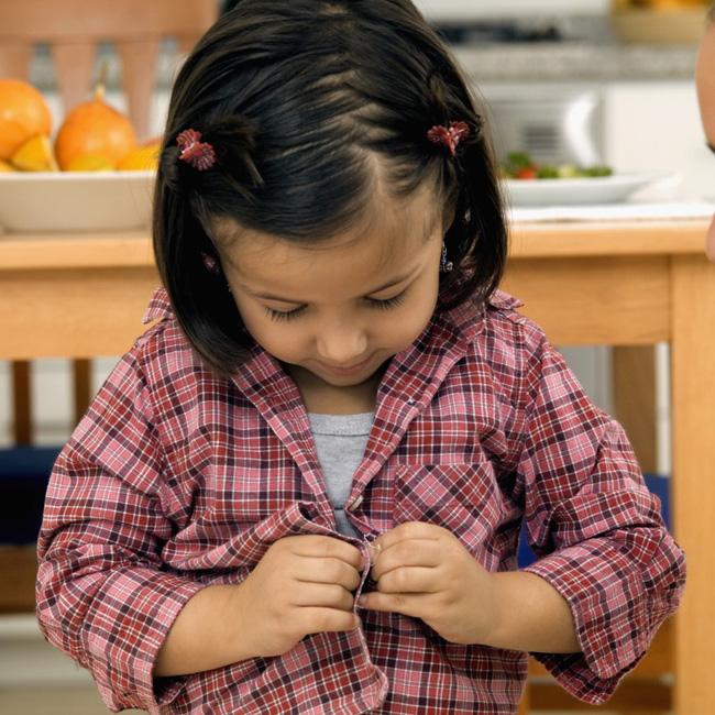 Theo phương pháp Montessori thì đây là 10 việc nên để con tự làm-1