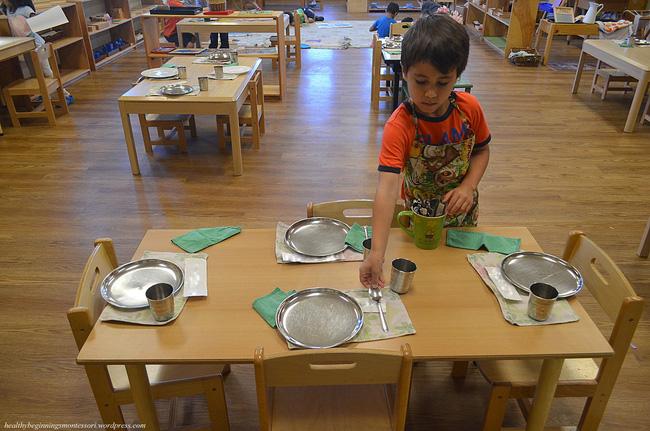 Theo phương pháp Montessori thì đây là 10 việc nên để con tự làm-3