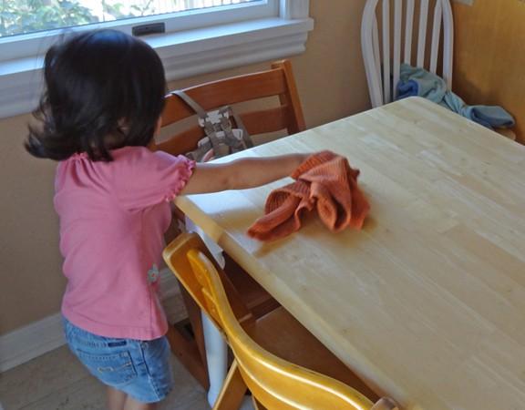 Theo phương pháp Montessori thì đây là 10 việc nên để con tự làm-4