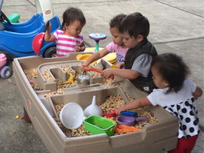 Theo phương pháp Montessori thì đây là 10 việc nên để con tự làm-7