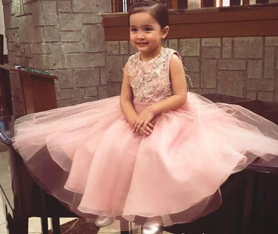 Con gái mỹ nhân đẹp nhất Philippines lớn phổng phao, xinh đẹp y chang mẹ-11