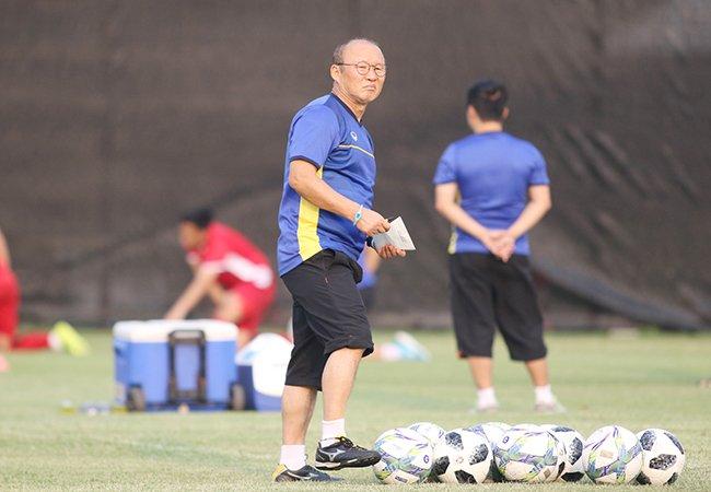 Tuyển Việt Nam chuẩn bị AFF Cup: Thầy Park vượt khó thế nào?-3