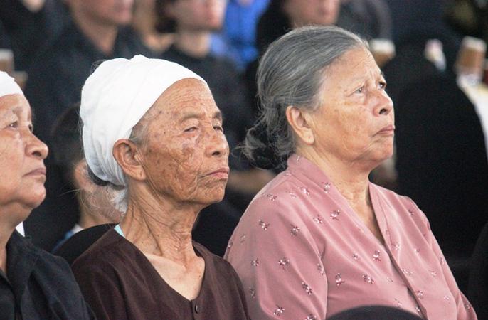 Người dân quê nhà rơi lệ xem Lễ truy điệu Chủ tịch nước Trần Đại Quang-4