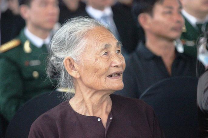 Người dân quê nhà rơi lệ xem Lễ truy điệu Chủ tịch nước Trần Đại Quang-5