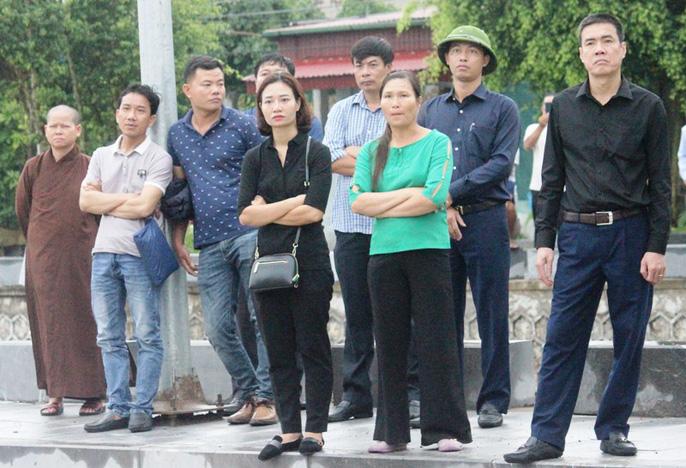 Người dân quê nhà rơi lệ xem Lễ truy điệu Chủ tịch nước Trần Đại Quang-10