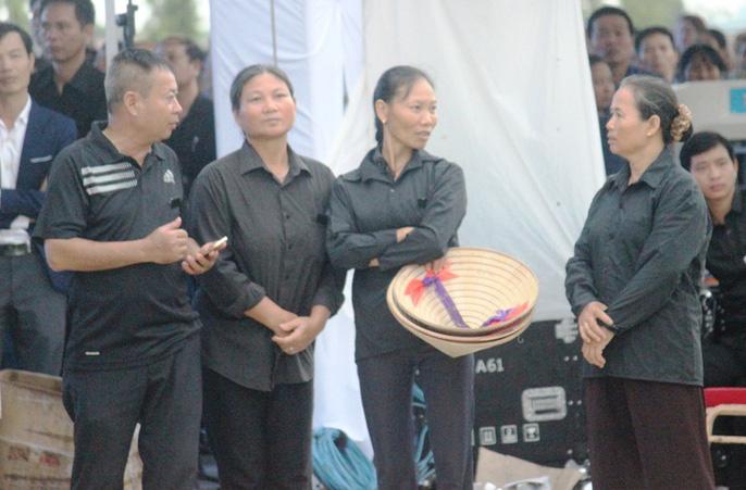 Người dân quê nhà rơi lệ xem Lễ truy điệu Chủ tịch nước Trần Đại Quang-11