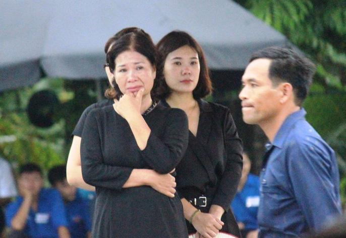 Người dân quê nhà rơi lệ xem Lễ truy điệu Chủ tịch nước Trần Đại Quang-12