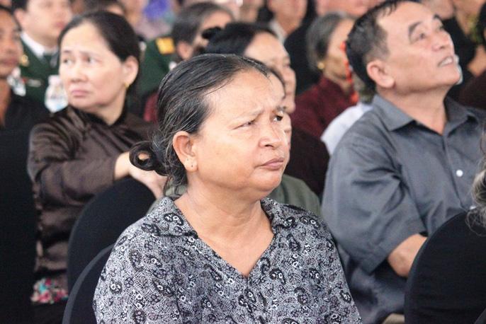 Người dân quê nhà rơi lệ xem Lễ truy điệu Chủ tịch nước Trần Đại Quang-6