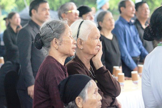 Người dân quê nhà rơi lệ xem Lễ truy điệu Chủ tịch nước Trần Đại Quang-8