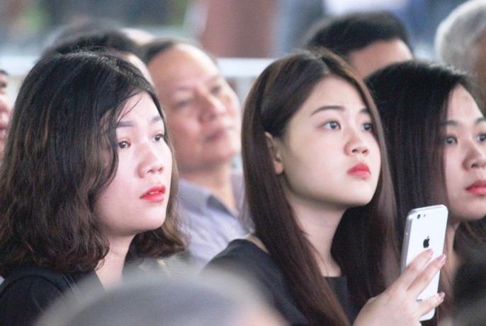 Người dân quê nhà rơi lệ xem Lễ truy điệu Chủ tịch nước Trần Đại Quang-14