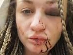 Màn đánh ghen gây thót tim: Chồng để bồ ngồi lên đùi trong lúc lái xe buýt, vợ lên đánh thì bị tấn công ngược-3