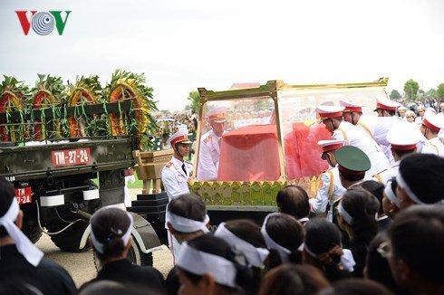 Lễ an táng Chủ tịch nước Trần Đại Quang tại quê nhà-28