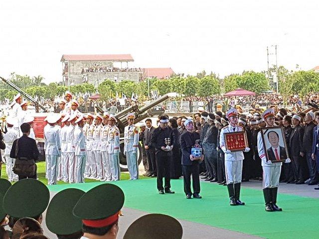 Lễ an táng Chủ tịch nước Trần Đại Quang tại quê nhà-31