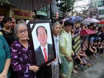 Video: Người dân Ninh Bình đứng hai bên đường đón linh cữu cố Chủ tịch nước