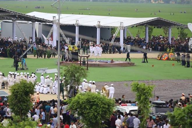 Lễ an táng Chủ tịch nước Trần Đại Quang tại quê nhà-22