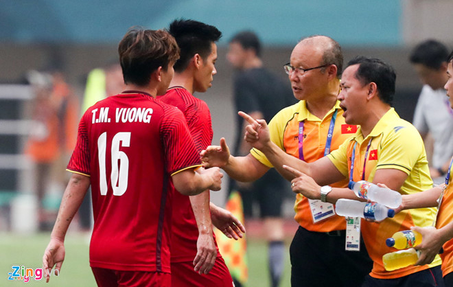 HAGL có ứng viên phiên dịch cho HLV Park Hang Seo ở AFF Cup-3