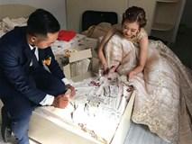 Cô dâu chú rể được hội bạn thân mừng cưới toàn tiền lẻ, dân mạng hiến kế cách để không phí cả đêm tân hôn