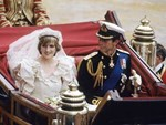 Bí mật tinh tế phía sau váy cưới của Meghan Markle lại khiến người ta nhớ đến công nương Diana và Kate Middleton-5