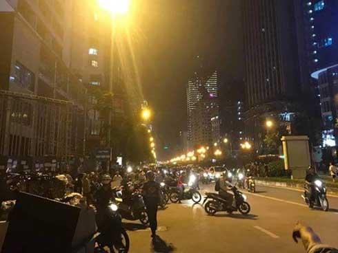 Hà Nội: Thanh sắt rơi từ trên tòa chung cư đang hoàn thiện xuống đường đúng giờ tan tầm, 1 cô gái trẻ tử vong-3