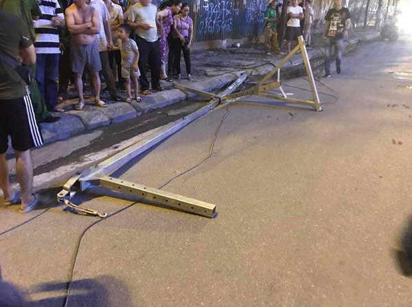 Hà Nội: Thanh sắt rơi từ trên tòa chung cư đang hoàn thiện xuống đường đúng giờ tan tầm, 1 cô gái trẻ tử vong-2