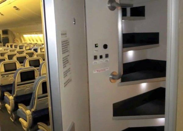 Phòng kín trên máy bay: Bí mật riêng của phi công, tiếp viên-2